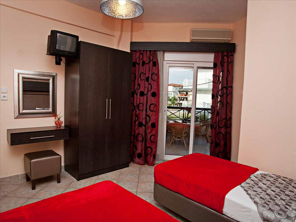 Kouros Hotel: Triple Room