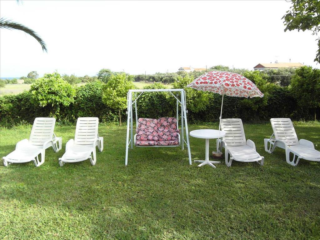 Almiros Apartments: Garden