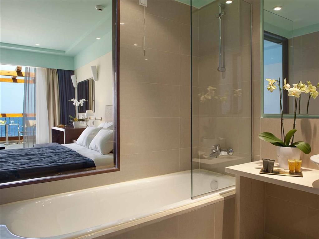 Mareblue Apostolata Resort & Spa: Bathroom