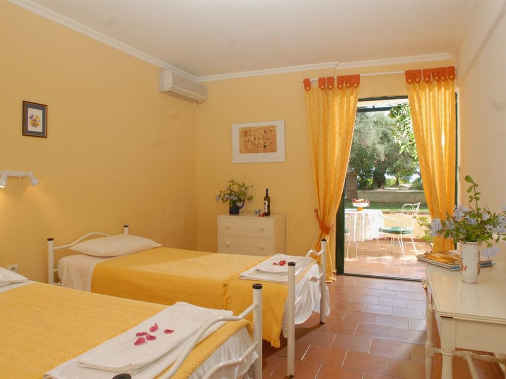 Barbati Beach Apartments: Studio
