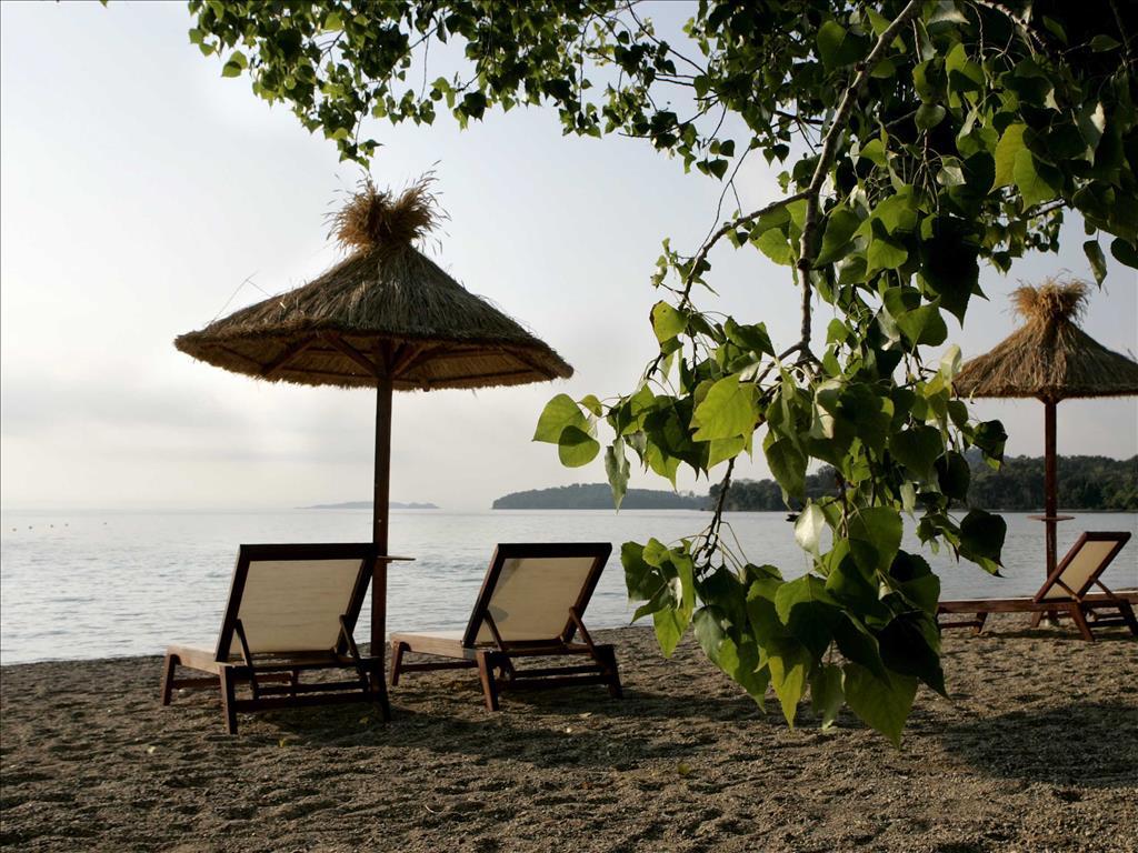 Corfu Dassia Chandris & Spa Hotel: Beach area