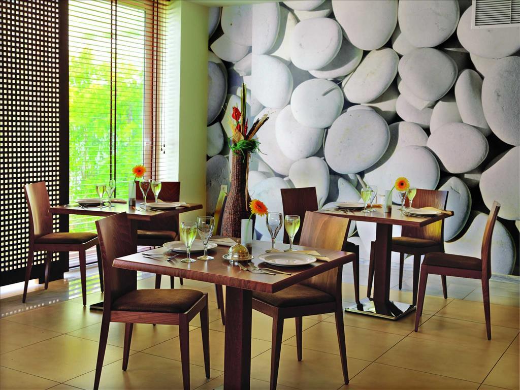 Corfu Dassia Chandris & Spa Hotel: Main restaurant
