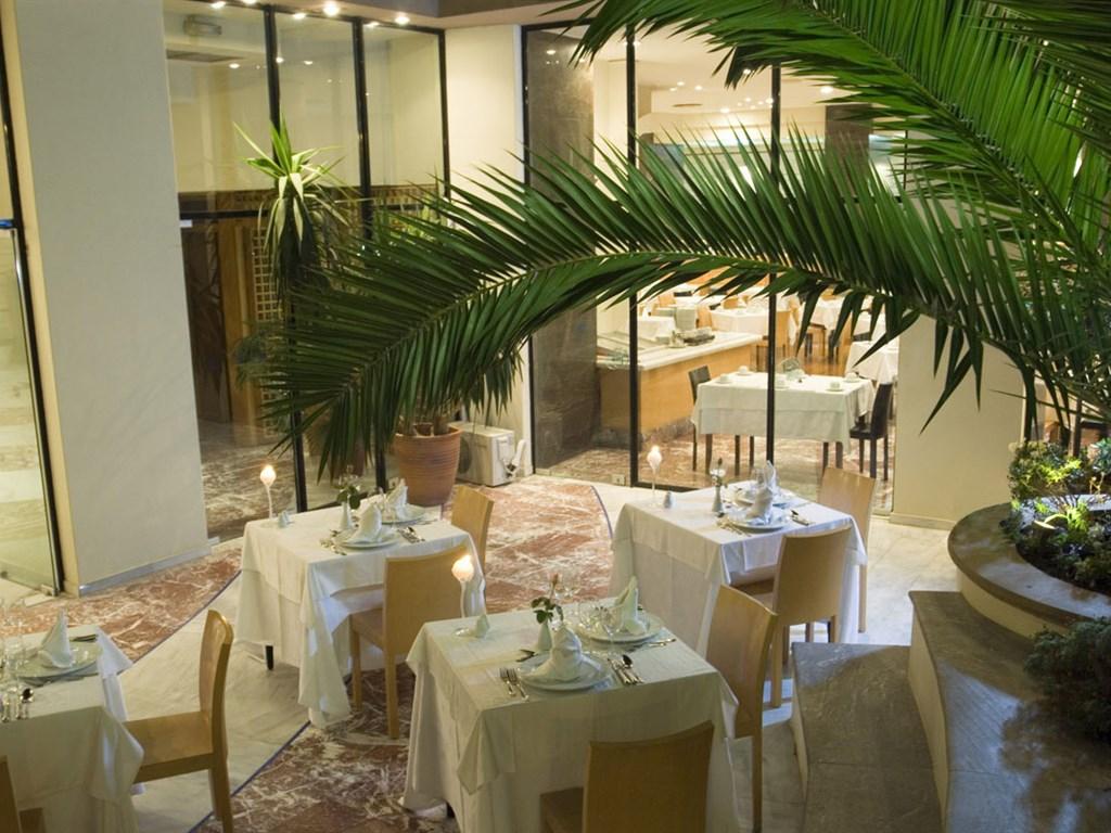 Aquila Atlantis Hotel: Restaurant