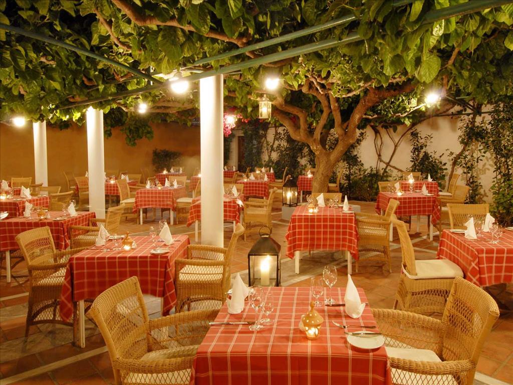 Aquila Rithymna Beach Hotel: Tavern Murnies