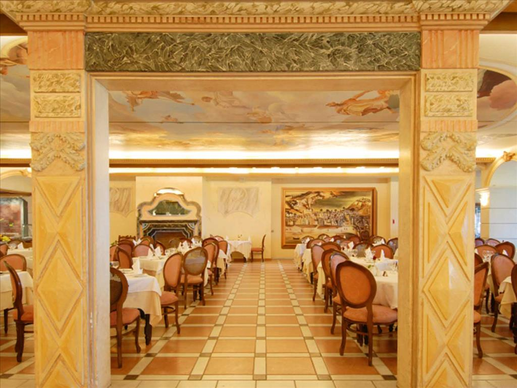 Aquila Rithymna Beach Hotel: Main Restaurant