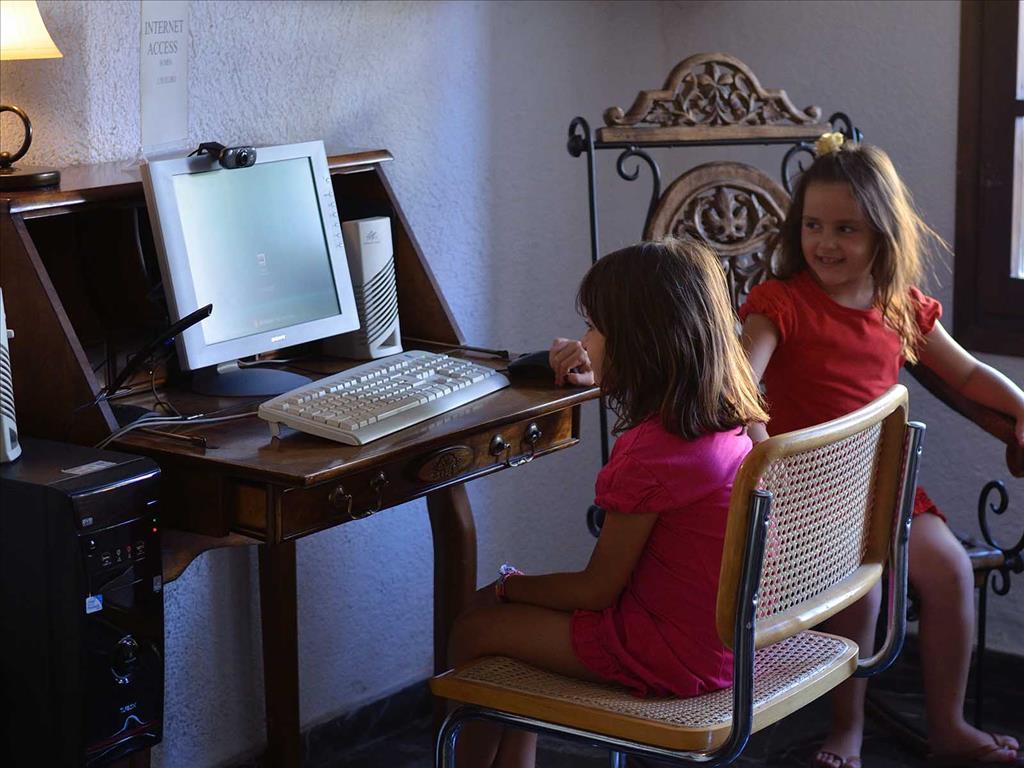 Melpo Hotel: Internet Corner