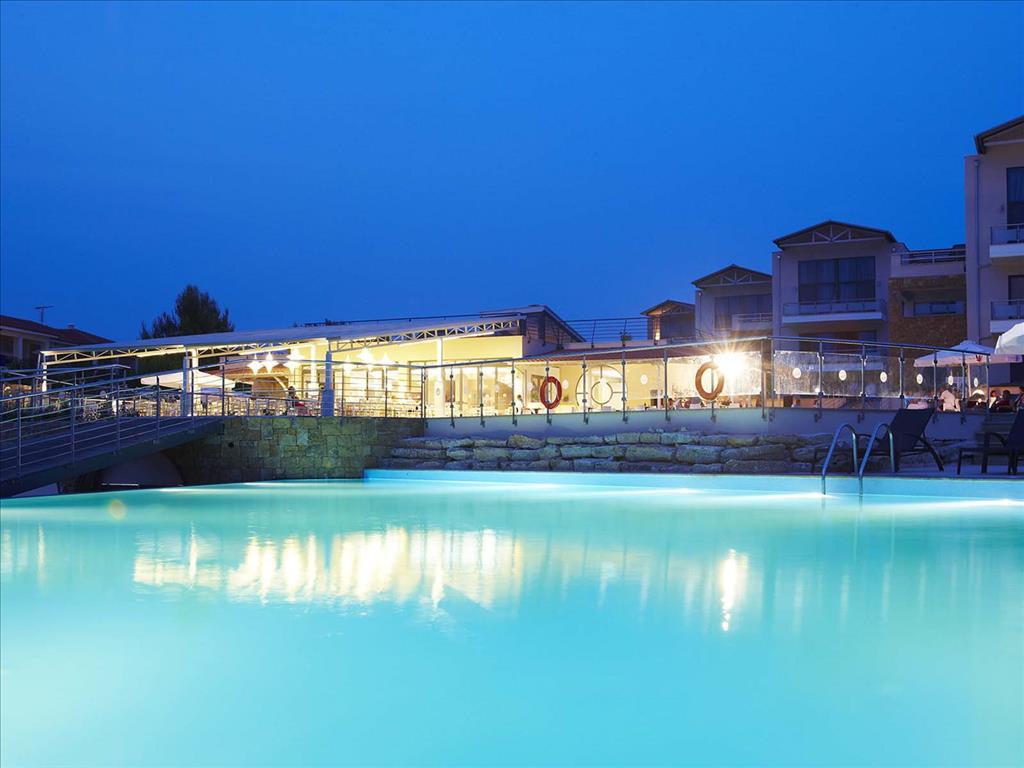 Istion Club & Spa: Pool bar