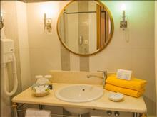 Aegean Melathron Thalasso Spa Hotel: Bathroom