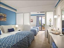 Amilia Mare Family Resort: Family_Room_SlidingDoor
