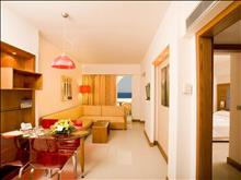 Sunshine Rhodes Hotel: Family Room Living Room