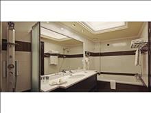 La Marquise Luxury Resort Complex: Panoramic Suite Bathroom