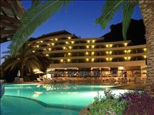 Olympic Palace Hotel: Swimming Pool Night View