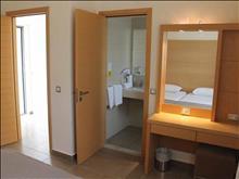 Island Blue Hotel: Bathroom