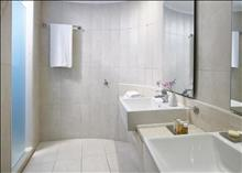 Ikaros Beach Resort & Spa: Bungalow Classic bathroom