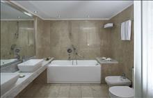 Ikaros Beach Resort & Spa: Suite Bathroom