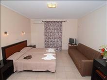 Konstantin Beach Hotel: Triple Room