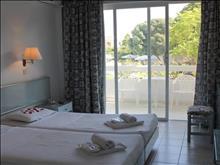 Happy Days Hotel: Triple Room