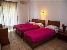 Adonis Hotel Kriopigi: Triple Room