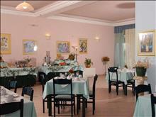 Saint Nicholas Hotel: Breakfast hall