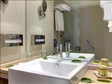 Olympian Bay Holiday Club: Bathroom