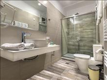 Strass Hotel: New Bathroom