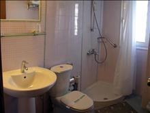 Karteros Hotel: Bathroom