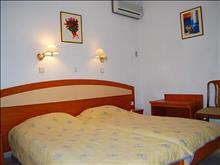 Anthos Apartments : Bedroom