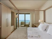 The Island Hotel: Cool Suite Bedroom