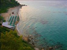 Aristoteles Beach Hotel : The beach