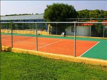 Aristoteles Beach Hotel : Tennis cort