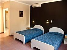 Aristoteles Beach Hotel : Family Room