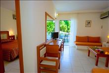 Porfi Beach Hotel: Family Suite