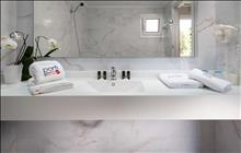 Porfi Beach Hotel: Bathroom
